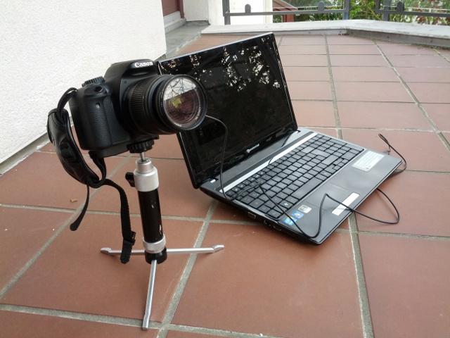 Möglicher Aufbau für Zeitrafferaufnahmen mit einer DSLR und Laptop